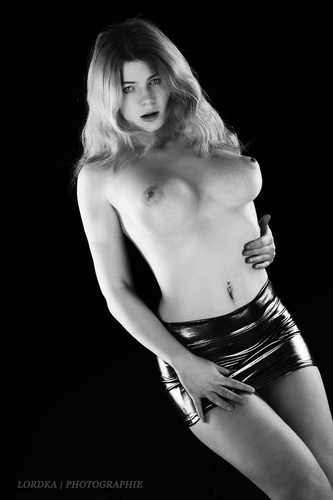 Lordka,Studio,Photostudio,Photoworkshop,Berlin,Akt,Nude,klassischer Akt,Foto Workshop,Mia,Modell,Shooting,Lack,Wetlook,Leggins,Wetlookleggins